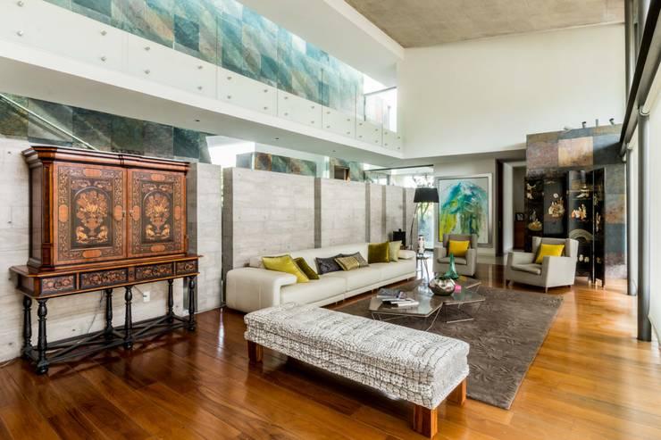 Sala : Salas de estilo  por GRUPO VOLTA,