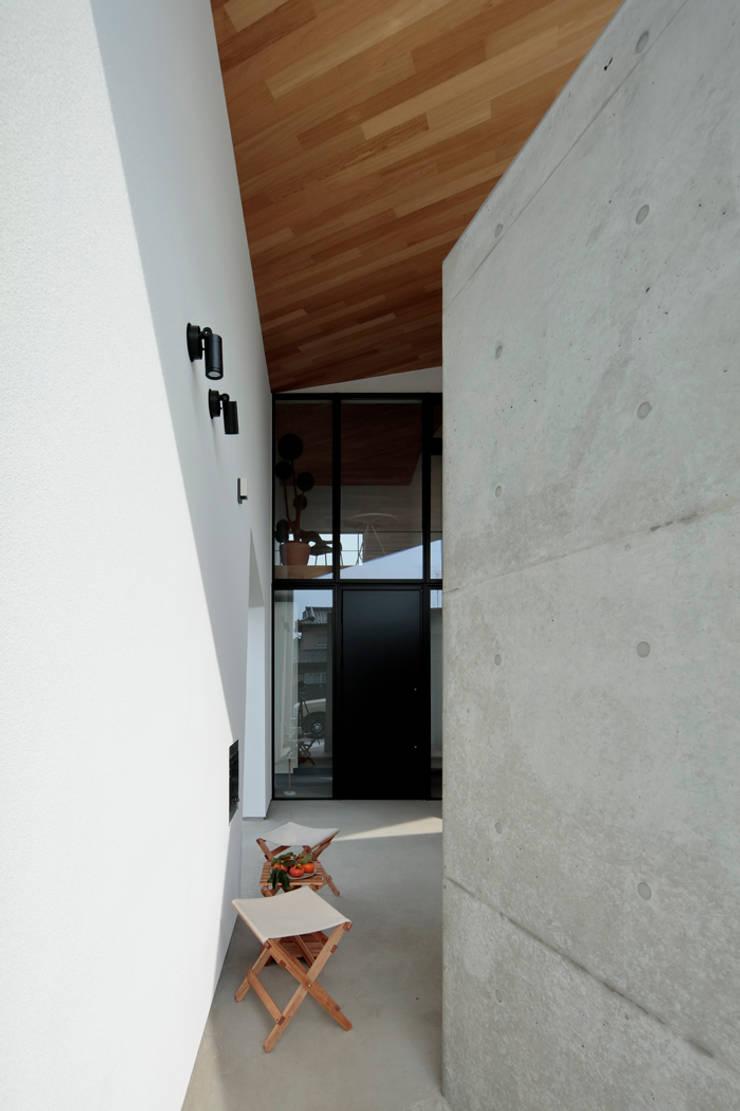 Einfamilienhaus von arc-d, Modern