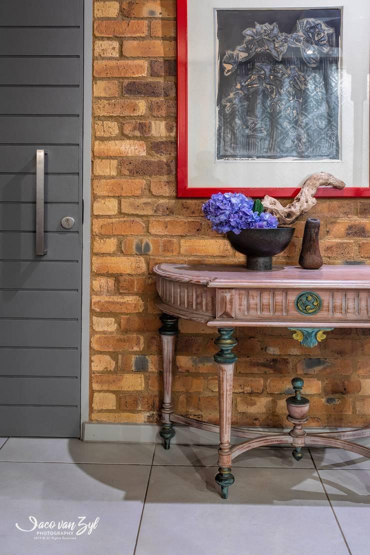 House JP - Pretoria:  Living room by Jaco van Zyl Photography,