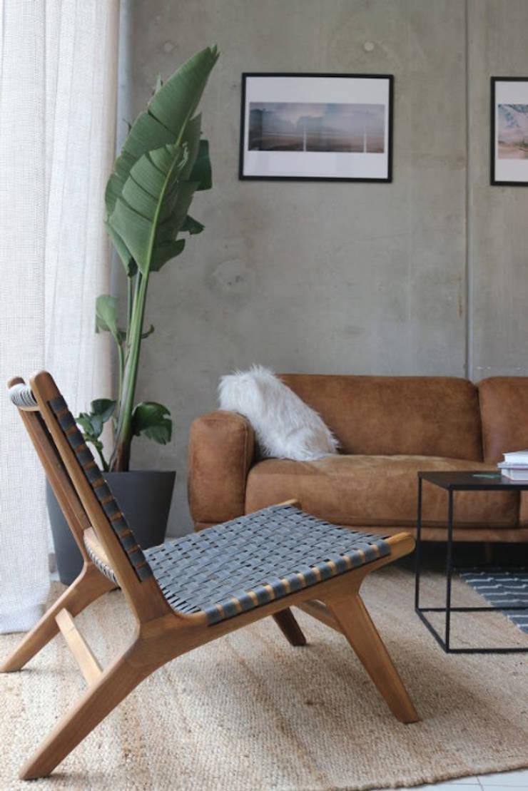 wooden organic black material chair Moderne Geschäftsräume & Stores von Ivy's Design - Interior Designer aus Berlin Modern Holz-Kunststoff-Verbund