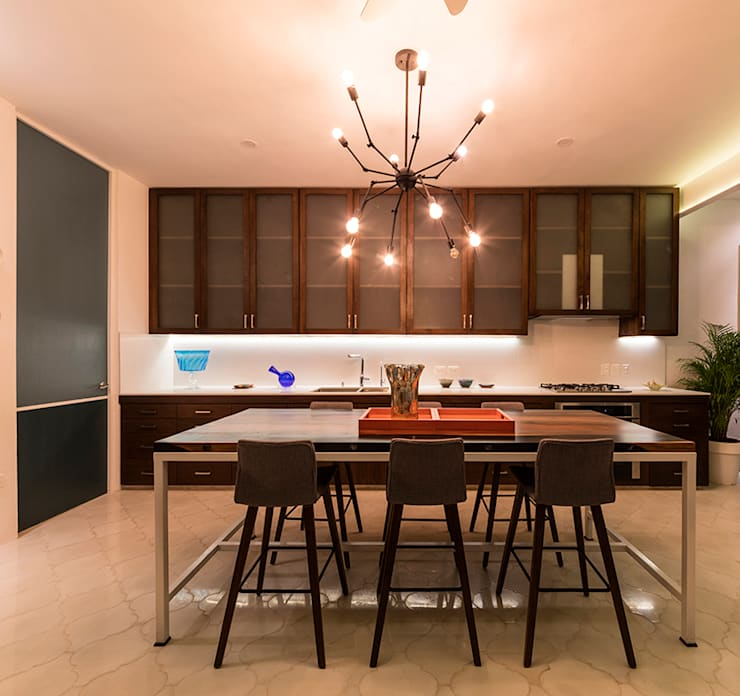 根據 Taller Estilo Arquitectura 現代風 木頭 Wood effect