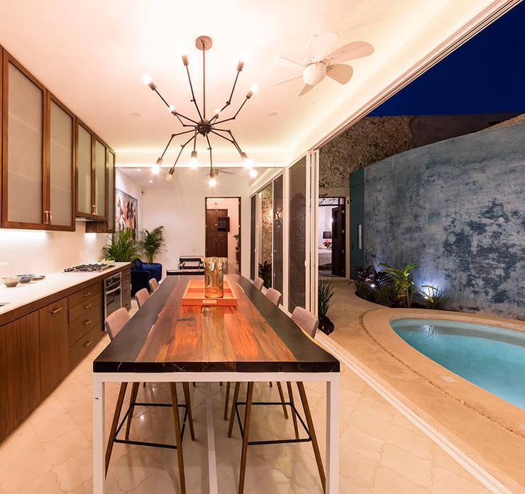 Dining room by Taller Estilo Arquitectura,