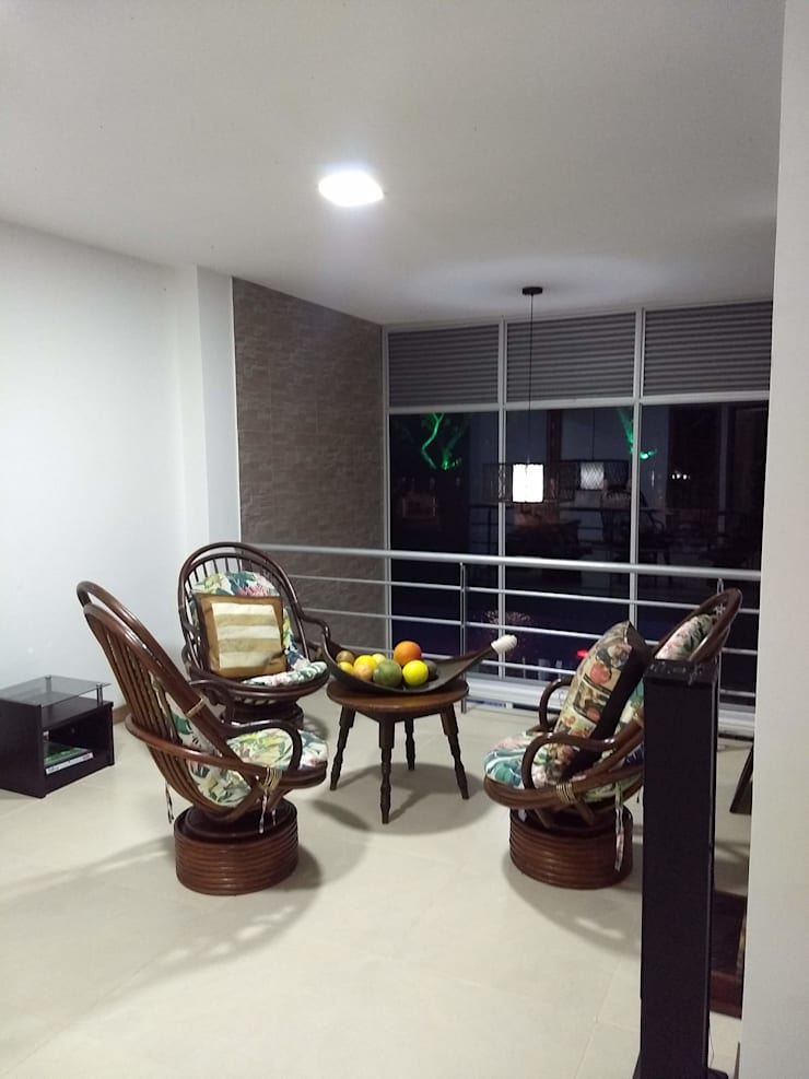 Livings de estilo moderno de Ariah Constructora Moderno