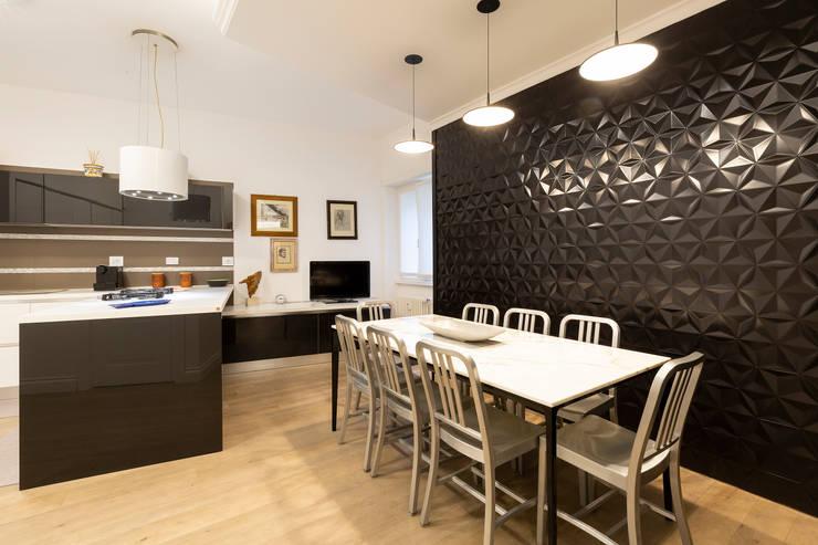 APPARTAMENTO DAVILA: Cucina in stile  di a2 Studio  Borgia - Romagnolo architetti, Moderno