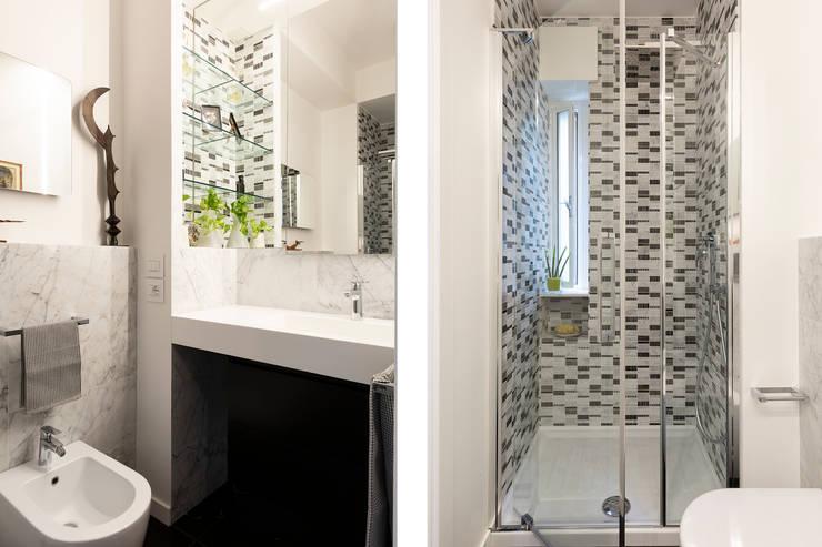 APPARTAMENTO DAVILA: Bagno in stile  di a2 Studio  Borgia - Romagnolo architetti, Moderno