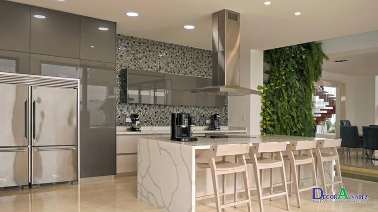 Modern kitchen by Decoralvarez Modern Chipboard