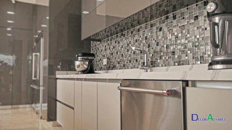 Modern kitchen by Decoralvarez Modern