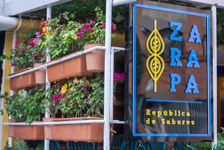 Zarapa, República de Sabores:  de estilo colonial por Blaster Diseño, Colonial