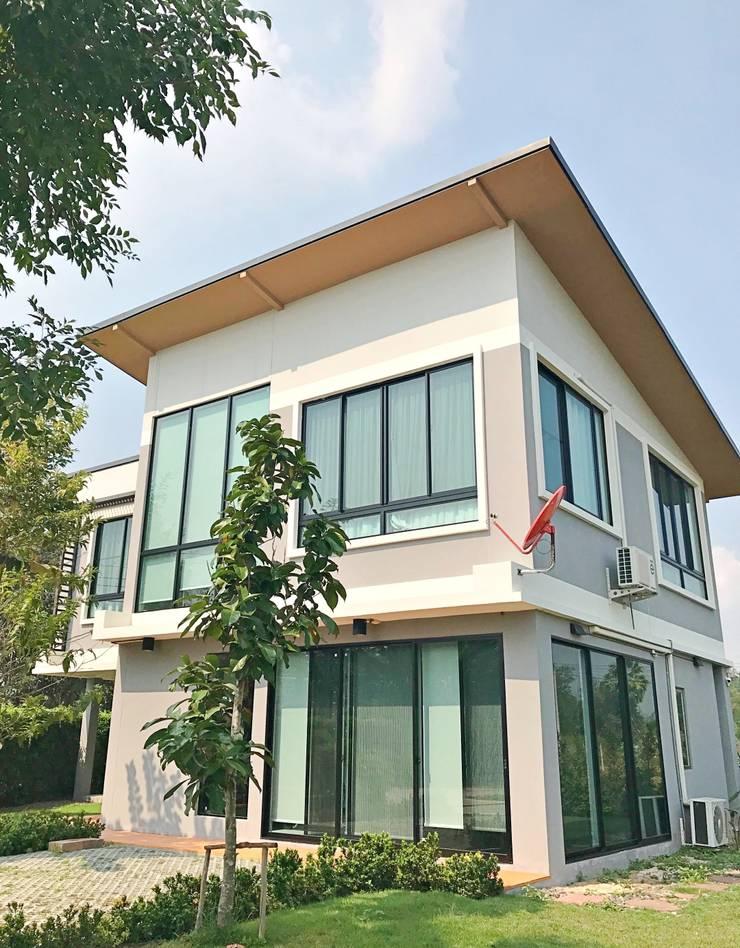 บ้านตัวอย่าง 2 ชั้น:  ศูนย์จัดงาน by บริษัท บ้านระเบียงขาว จำกัด