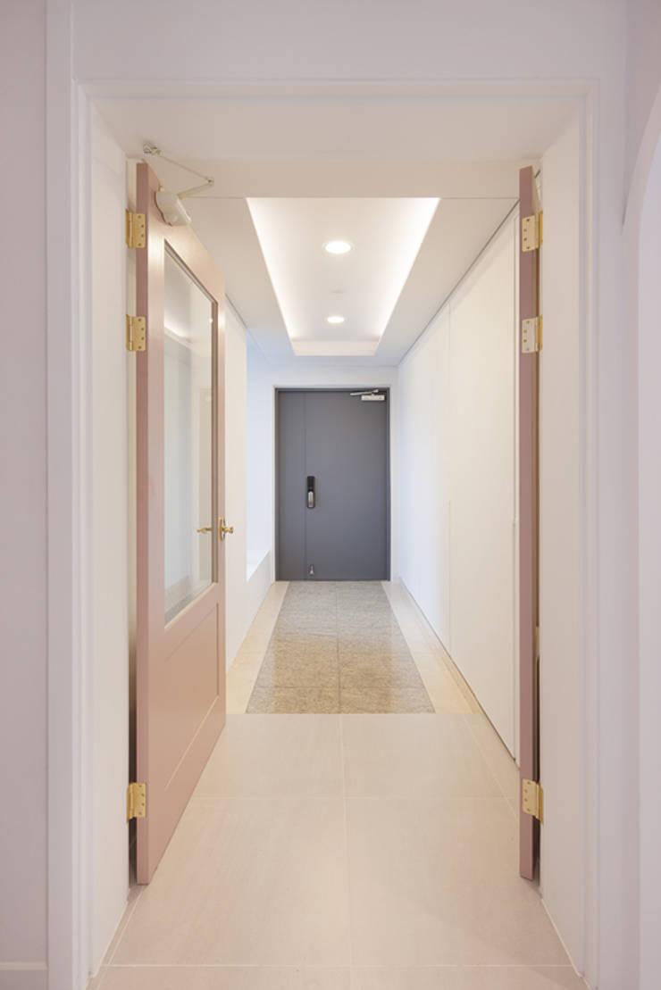 용인 수지구 대우 푸르지오: BK Design Studio의  문,