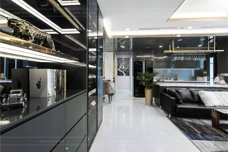 Không gian hiện đại trong căn hộ cao cấp Vinhomes Central Park:  Phòng khách by ICON INTERIOR