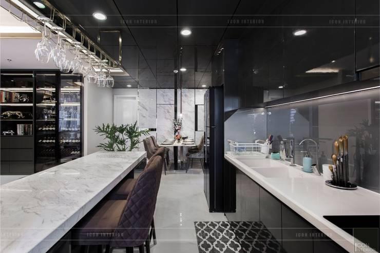 Không gian hiện đại trong căn hộ cao cấp Vinhomes Central Park:  Nhà bếp by ICON INTERIOR