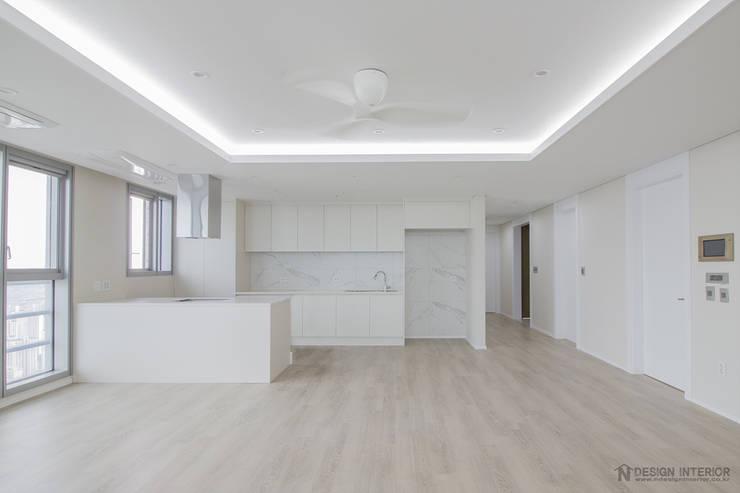동탄인테리어 46평 동탄메타폴리스 주상복합 아파트인테리어 by.n디자인인테리어 : N디자인 인테리어의  거실,