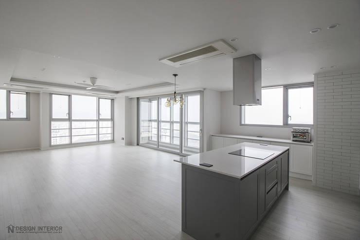 동탄메타폴리스 인테리어 50평대 주상복합 아파트인테리어 by.n디자인인테리어: N디자인 인테리어의  거실,