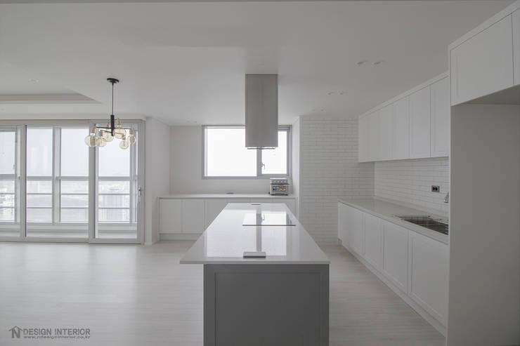 동탄메타폴리스 인테리어 50평대 주상복합 아파트인테리어 by.n디자인인테리어: N디자인 인테리어의  주방,
