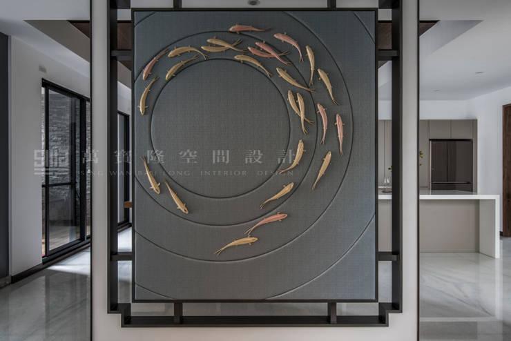 信美建設旗艦總部/馥渼苑:  牆面 by SING萬寶隆空間設計,