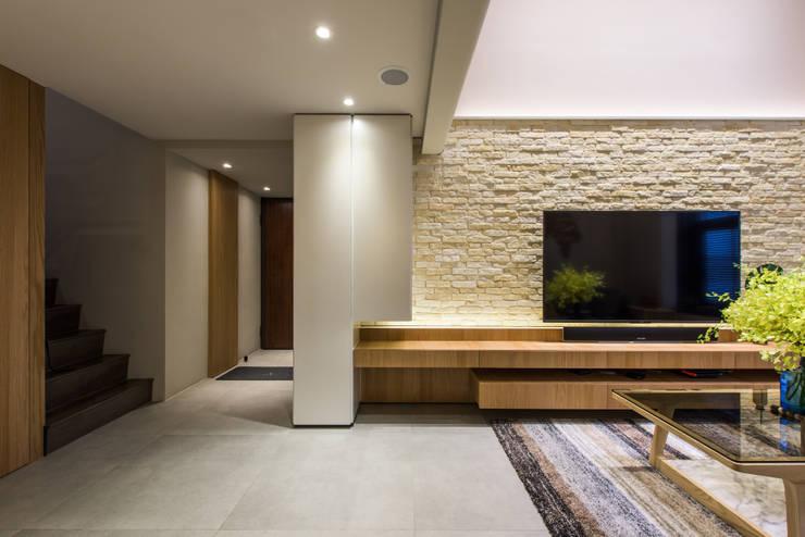 Stairs by 竹村空間 Zhucun Design, Modern