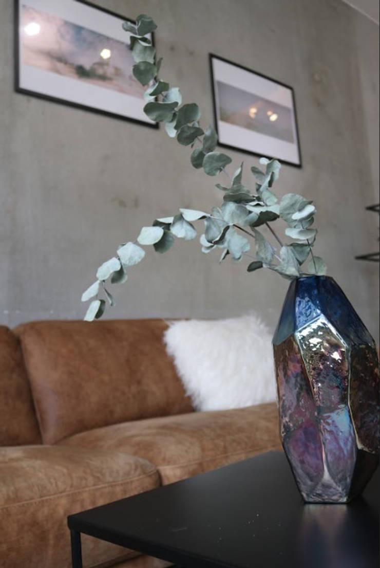 ceramic decorative oversized vase Moderne Geschäftsräume & Stores von Ivy's Design - Interior Designer aus Berlin Modern Keramik