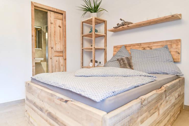 minimalist  by edictum - UNIKAT MOBILIAR, Minimalist Wood Wood effect