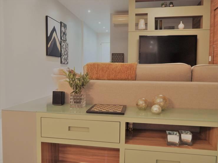 Projeto de mobiliário Corredores, halls e escadas modernos por Izabella Biancardine Interiores Moderno Madeira Efeito de madeira