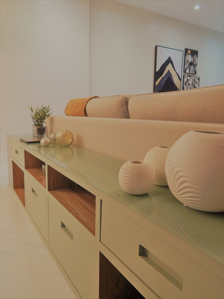Decoração e funcionalidade Salas de estar modernas por Izabella Biancardine Interiores Moderno