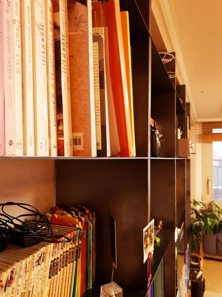 거실장: 디자인모리의  거실