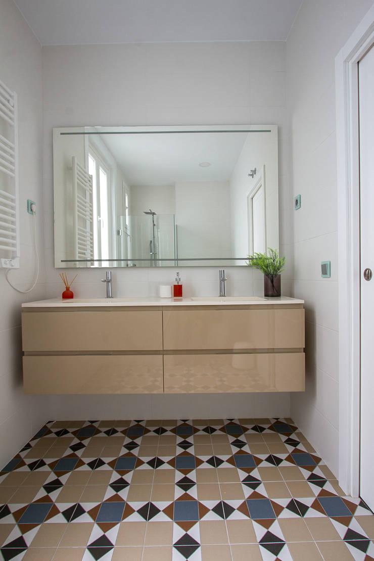 Calidez:  de estilo  de GrupoSpacio constructores en Madrid, Moderno Cerámico