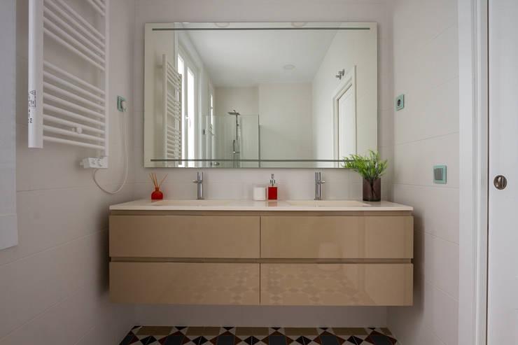 Calidez:  de estilo  de GrupoSpacio constructores en Madrid, Moderno Cerámica
