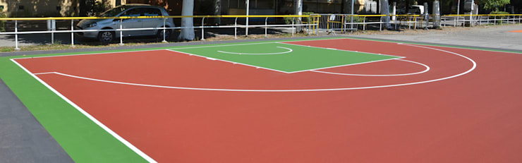 CANCHAS DEPORTIVAS DE CAUCHO IN SITU: Gimnasio de estilo  por Assembling Center Games