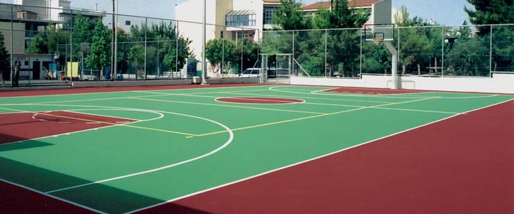 CANCHA DE CAUCHO IN SITU: Pisos de estilo  por Assembling Center Games