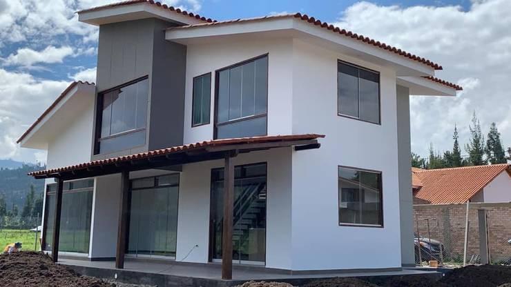 casa construida:  de estilo  por Arqmania