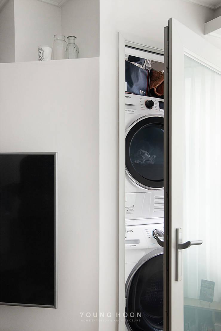12PY 잠실 리센츠 아파트 인테리어 _ 좁은 공간을 활용한 신혼부부의 공간 인테리어: 영훈디자인의  발코니,