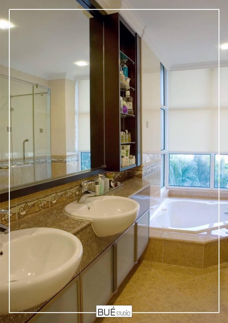 Bathroom by Bue Studio Co.,Ltd., Asian Marble