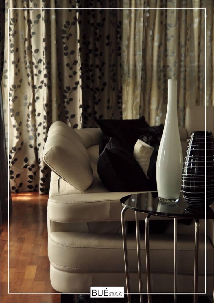 Living room by Bue Studio Co.,Ltd., Modern Plastic