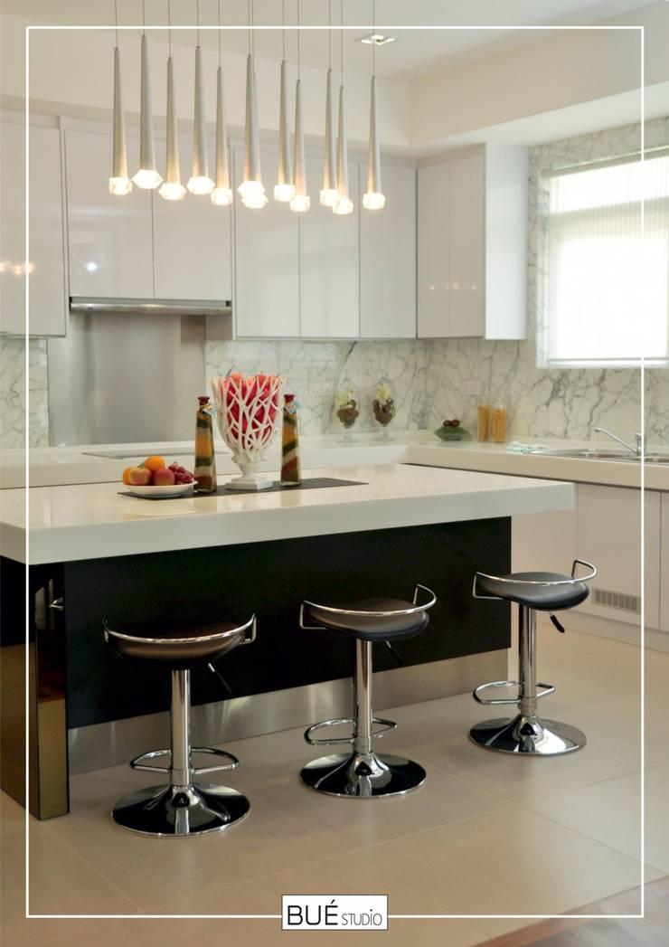 Built-in kitchens by Bue Studio Co.,Ltd., Modern