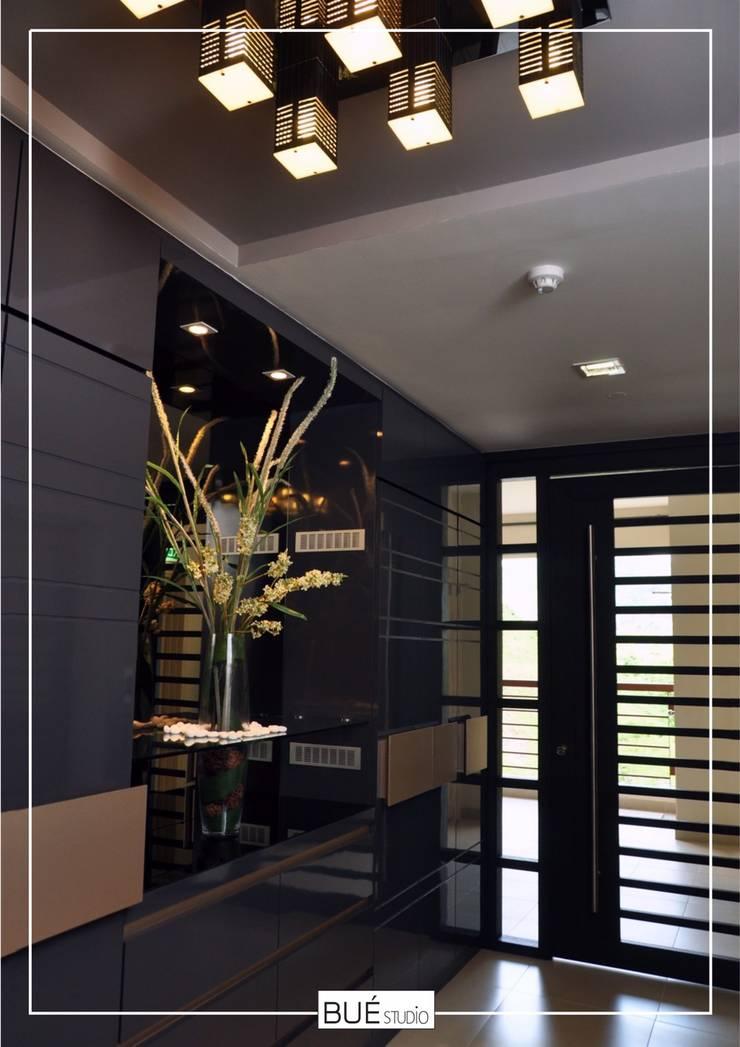 Living room by Bue Studio Co.,Ltd., Modern