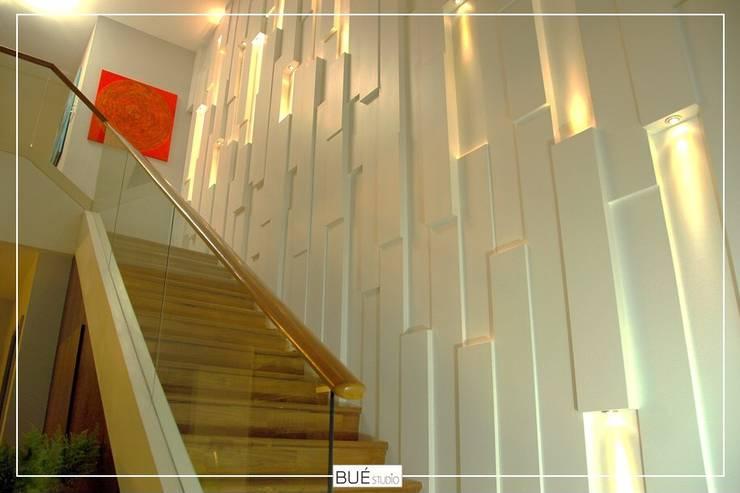 Floors by Bue Studio Co.,Ltd., Modern