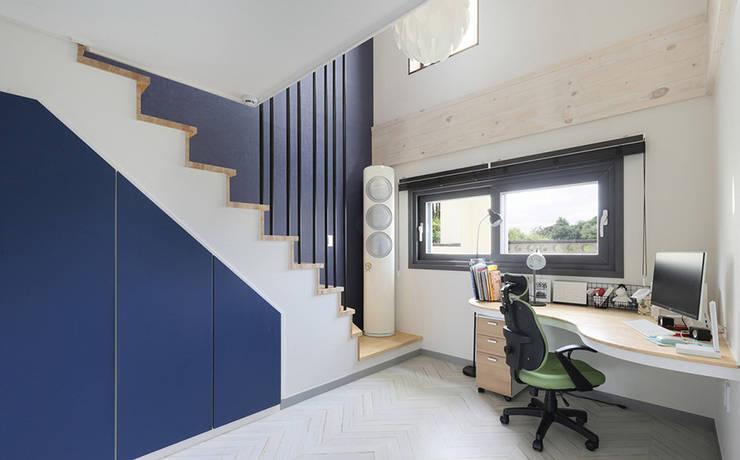 진주 혁신도시 단독주택 인테리어: 바른인테리어의  서재 & 사무실,
