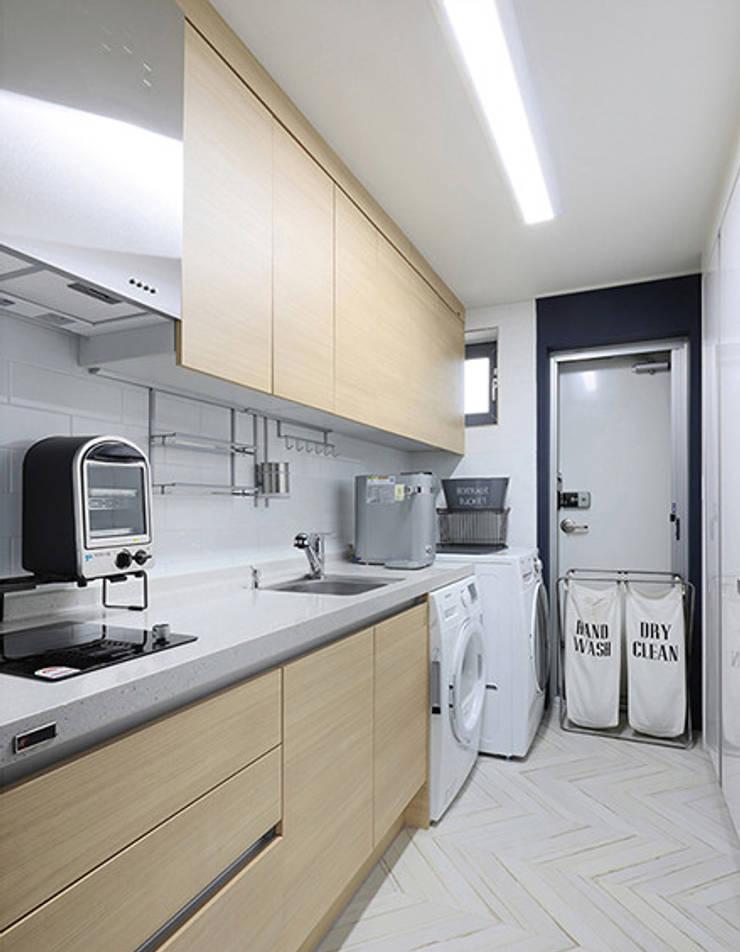진주 혁신도시 단독주택 인테리어: 바른인테리어의  주방,