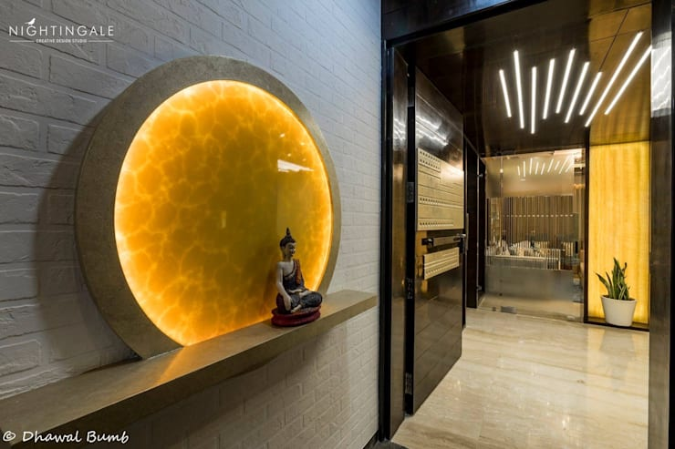 Entrance to the beautiful Apartment:  Single family home by Nightingale Creative Design Studio, Modern Glass