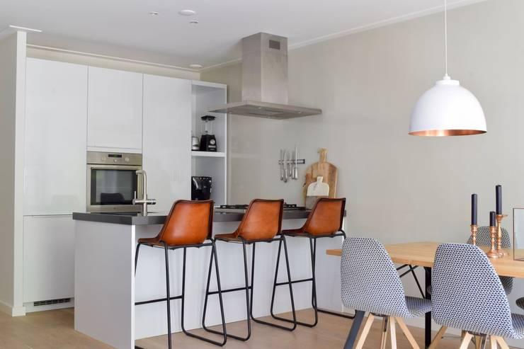 Appartement Amsterdam:  Keukenblokken door Atelier09