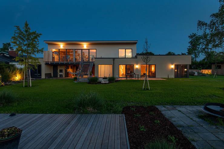 Ökohaus aus Holz, Stroh und Lehm von AL ARCHITEKT - in Wien Modern
