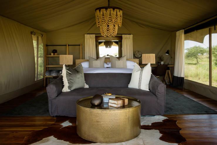 Siringit Serengeti, Tanzania:  Bedroom by Meg Vaun Interiors