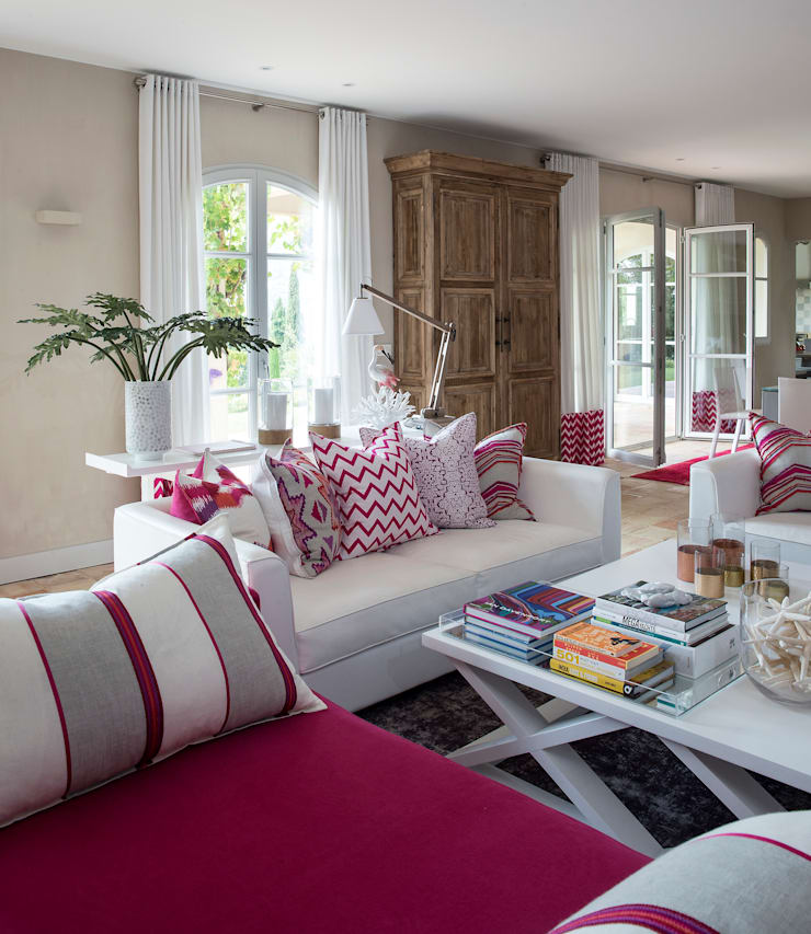 Private Residence in South of France:  Living room by Meg Vaun Interiors,