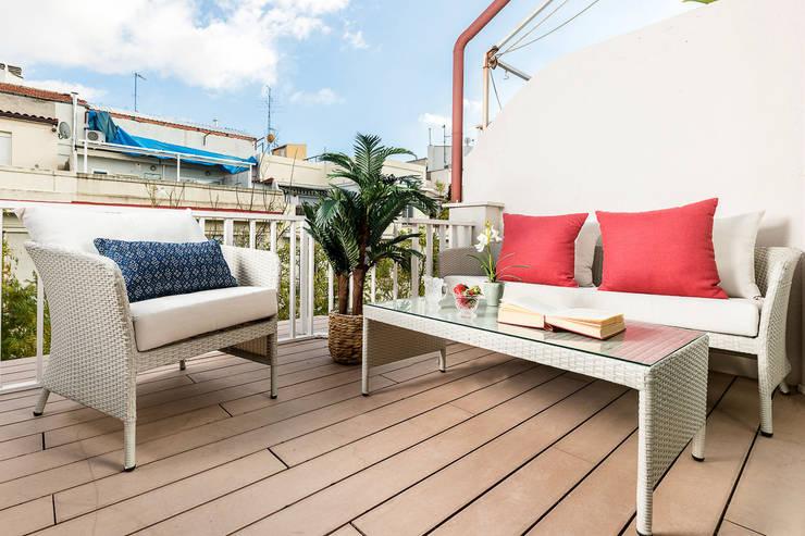 Mediterranean style balcony, veranda & terrace by Simetrika Rehabilitación Integral Mediterranean