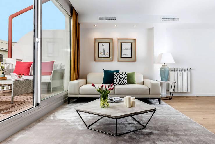 Mediterranean style living room by Simetrika Rehabilitación Integral Mediterranean