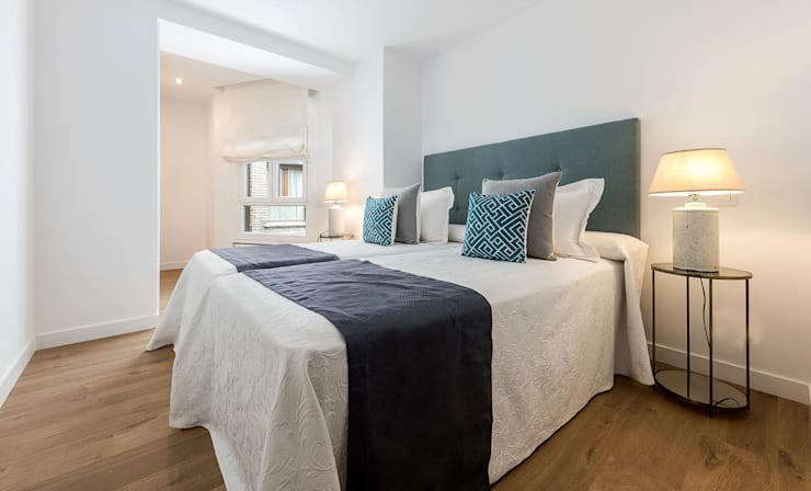 Mediterranean style bedroom by Simetrika Rehabilitación Integral Mediterranean