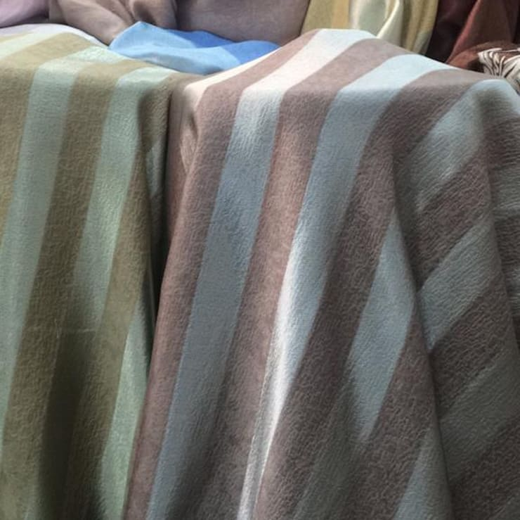 ผ้าม่านกันUV ลายริ้ว พื้นผิวมี Texture ทอลายในตัว เนื้อเงาและด้าน หน้ากว้าง 2.80 เมตร ดูมีมิติ:  ตกแต่งภายใน by Fabric Plus Co Ltd
