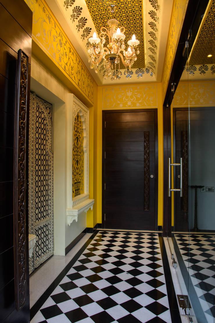 HOUSE 113 TARA:  Corridor & hallway by KACHOLIYA ARCHITECTS, Classic