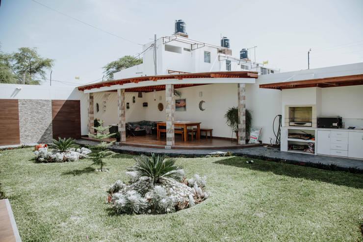 VIVIENDA UNIFAMILIAR VISTA ALEGRE: Casas de estilo  por Estudio de Arquitectos Zulueta y Álvarez SAC,